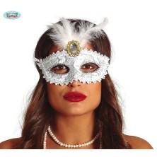 Biela maska s brošňou a perím